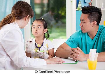 familia asiática, durante, médico, cita