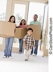 familia , cajas, mudanza, nuevo hogar, sonriente