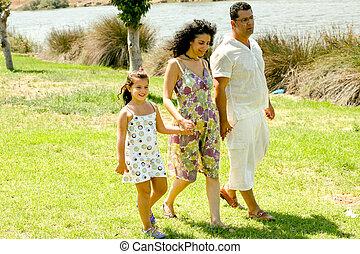 familia caminar, aire libre