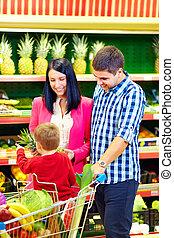 familia , compra, alimento sano, en, supermercado