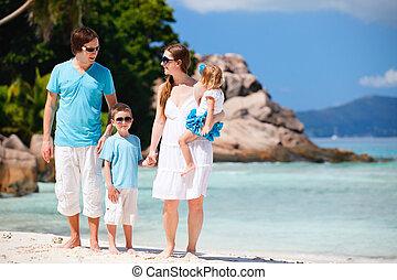 familia , con, dos, niños, el vacaciones