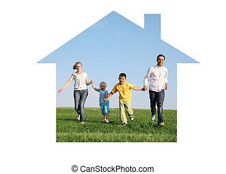 familia cuatro, corriente, en, casa ideal