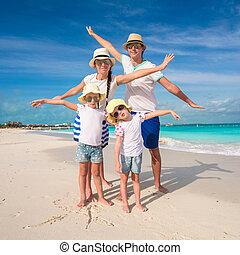 familia cuatro, tenga diversión, en, caribe, vacaciones del verano