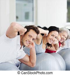 familia , ejercitar, en, pelota suiza