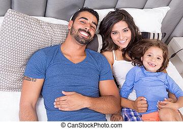familia , en cama