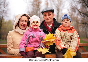 familia , en, el, caminata, con, permisos de arce