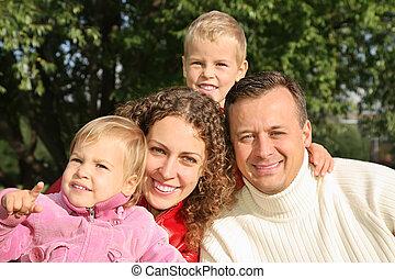 familia , en el estacionamiento, 2