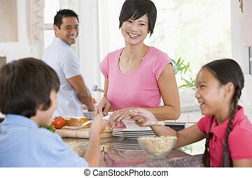 familia , en la cocina, desayunándose