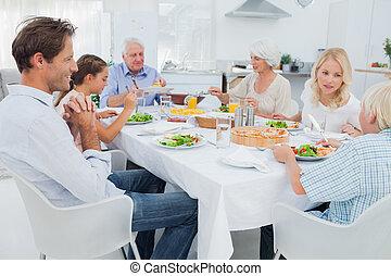 familia extendida, en, el, tabla de cena