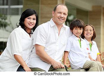 familia feliz, al aire libre, retrato