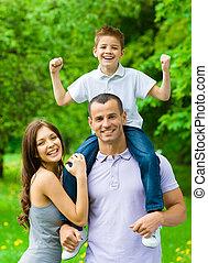 familia feliz, de, three., papá, se conserva, hijo, en,...