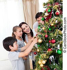 familia feliz, decorar, un, árbol de navidad, con, boubles