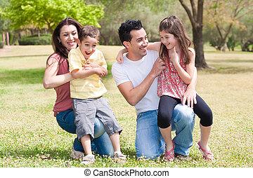 familia feliz, el gozar, en, un, parque
