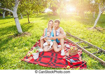 familia feliz, el gozar, un, picnic, aire libre