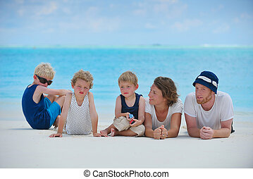 familia feliz, el vacaciones