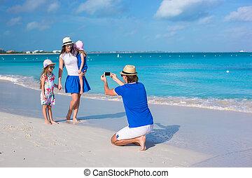 familia feliz, en, caribe, feriado, vacaciones