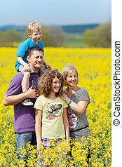 familia feliz, en, vacaciones