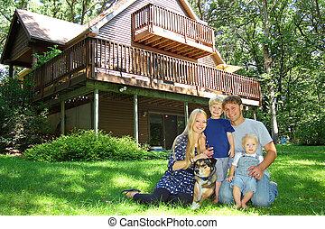 familia feliz, exterior, por, cabaña