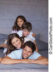 familia feliz, jugar juntos, en, th