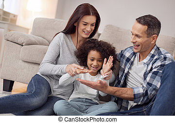 familia feliz, tener diversión, juntos