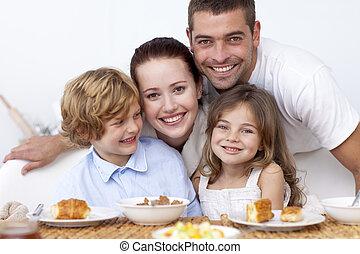 familia feliz, teniendo, desayuno