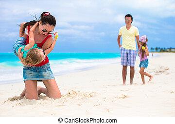 familia feliz, vacaciones, en, caribe, perfecto, playa
