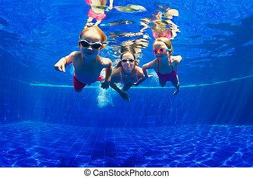 familia feliz, zambullida, submarino, en, piscina