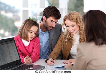 familia , firma, inmobiliario, contrato