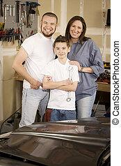familia hispana, garaje
