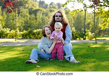 familia joven, en, un, parque