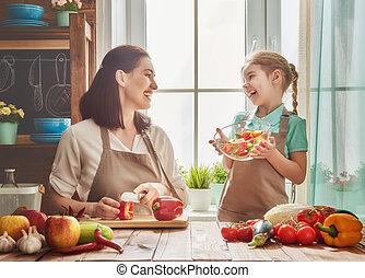 familia , kitchen., feliz