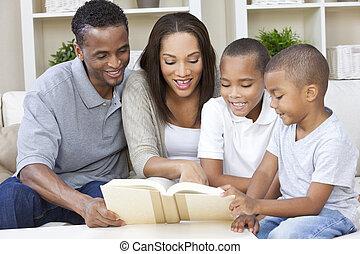 familia , madre, padre, niños, norteamericano, libro, africano, lectura
