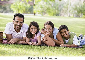 familia , merienda campestre que tiene