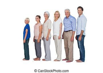 familia multigeneración, posar, toge