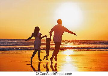 familia, ocaso, tener, niño, diversión, playa, feliz