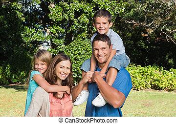 familia , posición, delante de, árboles