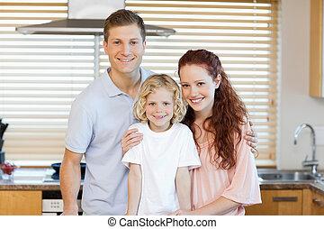 familia , posición, juntos, en la cocina
