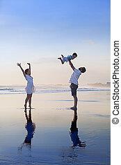 familia , positivo, arena, mar negro, diversión, playa, teniendo