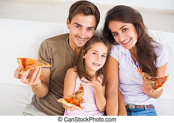 familia que come, pizza