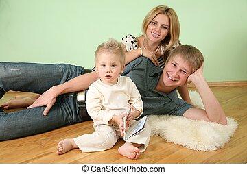 familia , sentarse, en, el, habitación, en, piso, 4