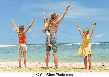 familie dag, tijd, strand, spelend, vrolijke