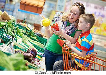 familie einkaufen, an, supermarkt