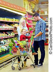 familie einkaufen, in, lebensmittelgeschäft, supermarkt