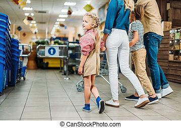 familie einkaufen, in, supermarkt