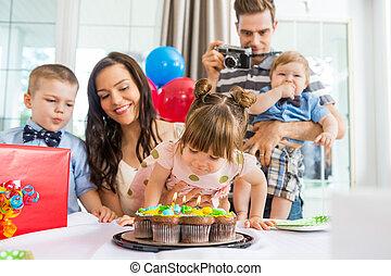 familie, fejr, pige, fødselsdag, hjem hos