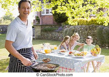 familie, genießen, a, barbeque