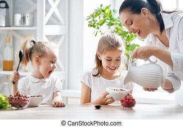 familie, haben, fruehstueck
