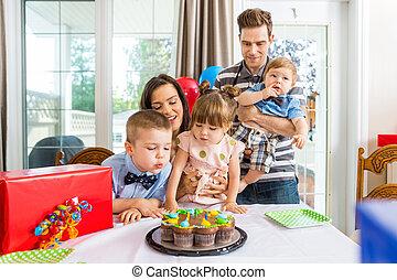 familie, har, fødselsdag fejren, hjem hos
