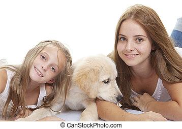 familie, haustiere, junger hund, mit, mädels