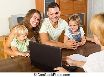 familie, hos, agent forsikring